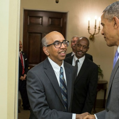 Tilak Ratnanather shakes hands with President Obama.